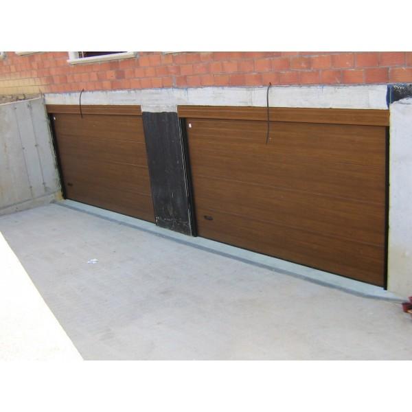 Puerta seccional madera clara doble