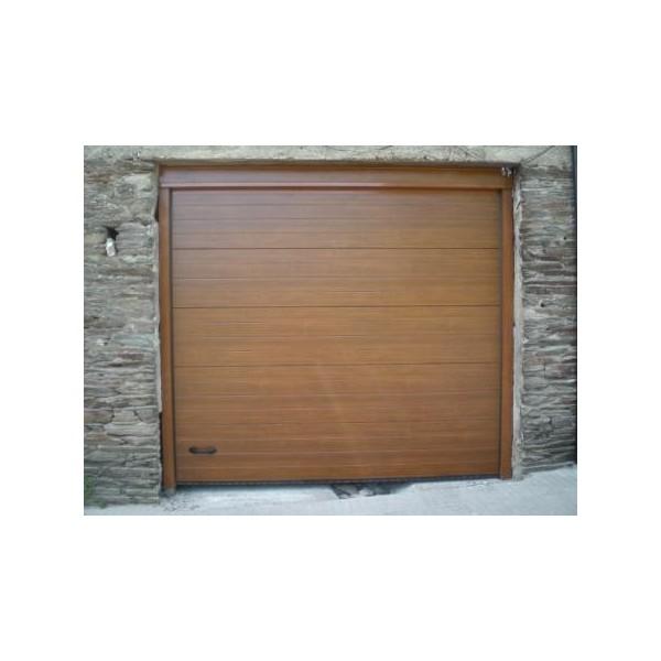 Puerta seccional imitación madera clara