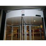 Iluminacion interior led puerta cristal giratoria tres aspas