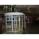 Lateral puerta cristal giratoria tres aspas