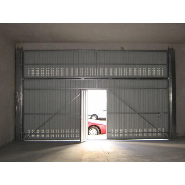 Puerta basculante interior puerta peatonal