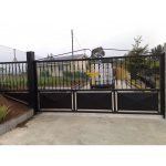 Puerta batiente con balaustre reforzado