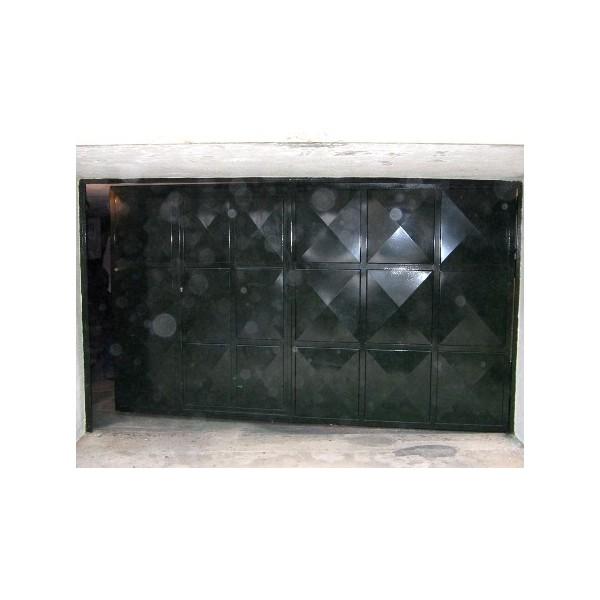 Puerta batiente color negro