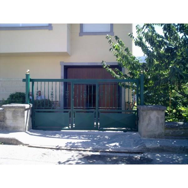 Puerta corredera en chapa
