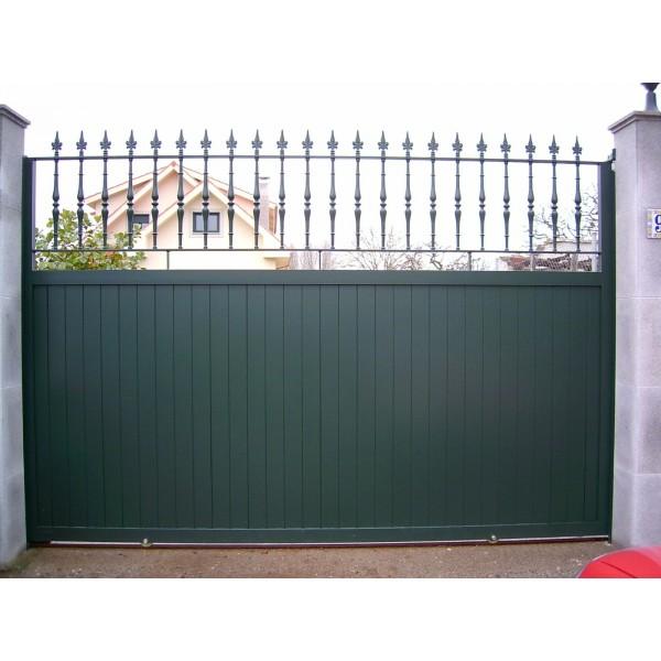 Puerta corredera en aluminio automatismos julio - Puerta corredera exterior ...