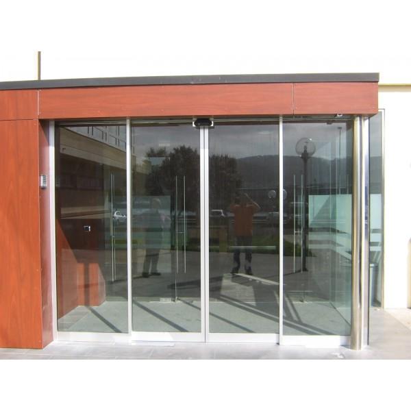 Puerta exterior con cristal finest puerta exterior con for Puerta corredera aluminio exterior