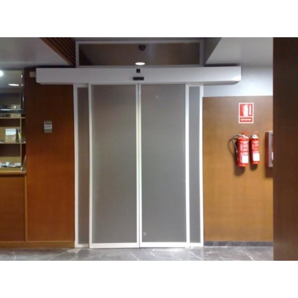 Puerta de cristal corredera con vidrios transl cidos - Puertas correderas con cristal ...