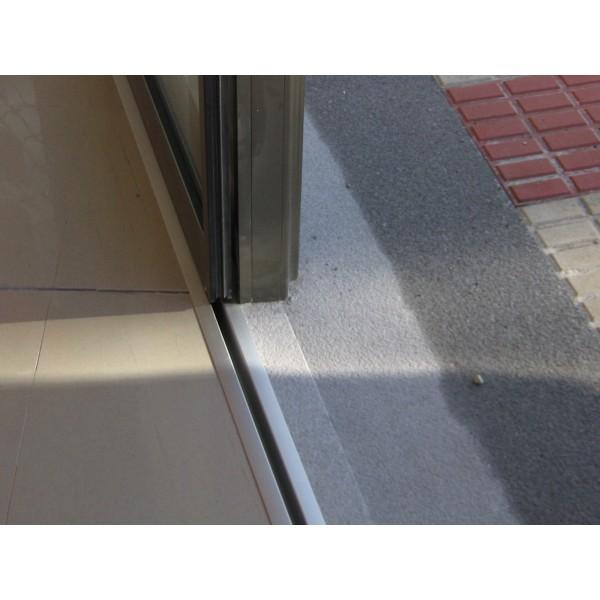Puerta de cristal corredera dos hojas guias de suelo empotradas