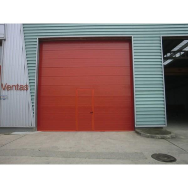 Puerta seccional industrial guías elevadas
