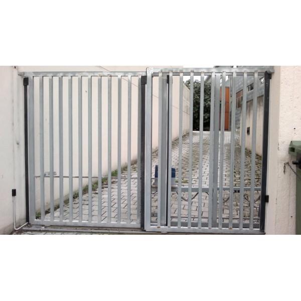 Puerta telescopica con banda de seguridad