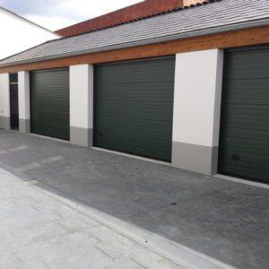 Puerta seccional residencial RAL 6005