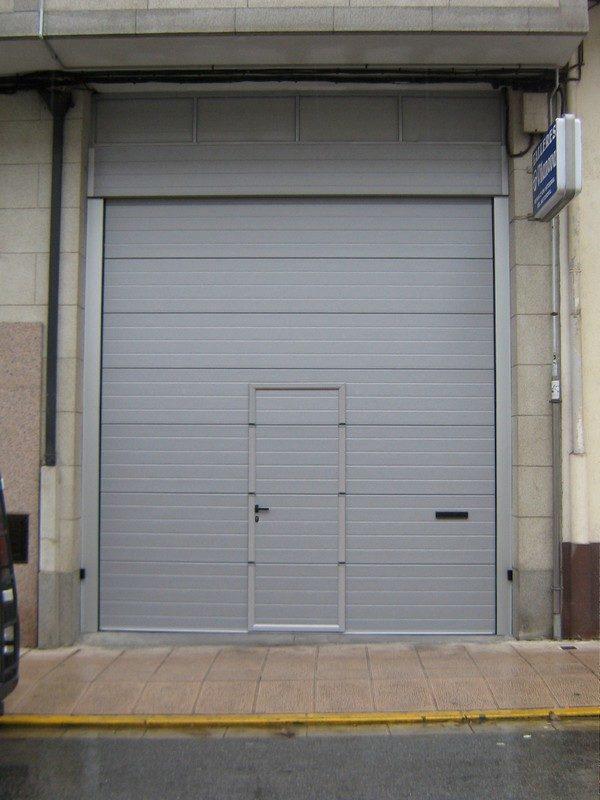 Puerta seccional industrial RAL 9006