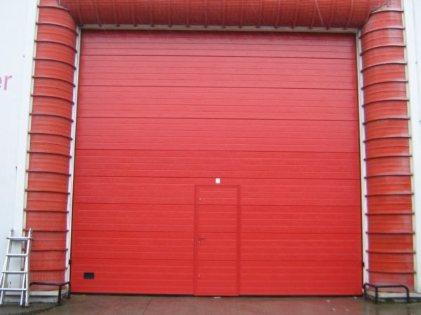 Puerta seccional industrial RAL 3000